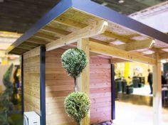 Abri de jardin à construire (DIY) en madrier de bois avec des finitions de couleur anthracite