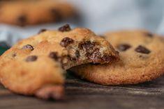 chocolate-chip-cookies-weiche-kekse-mit-schokostuckchen   Sallys-Blog Chocolate Chip Cookies, Food And Drink, Snacks, Desserts, Blog, Dessert Ideas, Apple Tea Cake, Biscuits, Food And Drinks