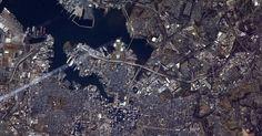 Na final do Superbowl, ocorrida em 3 de fevereiro de 2013, os astronautas da Estação Espacial Internacional (ISS, na sigla em inglês) mostraram as cidades dos times de futebol americano que disputaram o primeiro lugar. Acima, vista de Baltimore, em Maryland, casa dos campeões Ravens, feita por Kevin Ford, chefe da missão da ISS