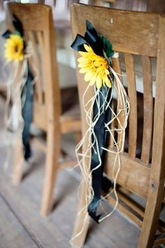 DO THIS AT RECEPTION TABLES... love the sun flowers but with light blue ribbon. Would be easy to make!