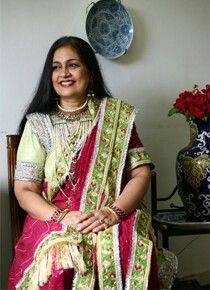 Kunwar Kulsum Begum (from the Salar Jung Royal Family of Hyderabad) in a hyderabadi khada dupatta Khada Dupatta, Royal Clothing, Blue Bloods, Royal Families, Hyderabad, Uae, Royals, Desi, Ethnic