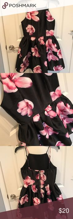 [Windsor] Flowered dress Perfect condition!!!! Worn once for Easter! Good for spring coming up Windsor Dresses Midi