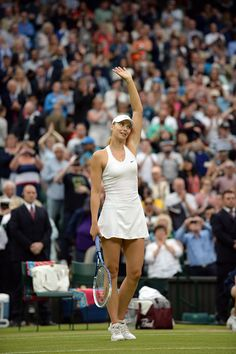 Maria Sharapova waves to the crowd after her Third round victory