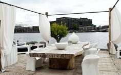 Indrukwekkende tafel@ the Harbour Club Amsterdam Outdoor Spaces, Outdoor Decor, Amsterdam, Rooftop Terrace, Next Door, Repurposed, Beach House, Outdoor Furniture Sets, New Homes