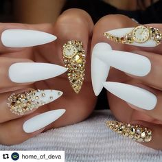 Individuation Acrylic Stiletto Nails For You - Nail Art Connect Ballerina Acrylic Nails, Best Acrylic Nails, Ongles Bling Bling, Bling Nails, Gold Stiletto Nails, Nail Art Designs, Acrylic Nail Designs, New Years Nail Designs, New Year's Nails