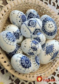The girl has been decorating eggs for 70 years: her honest handwork … - Frohe Ostern Carved Eggs, Easter Egg Designs, Ukrainian Easter Eggs, Easter Egg Crafts, Diy Ostern, Egg Art, Shell Crafts, Egg Decorating, Deco Table
