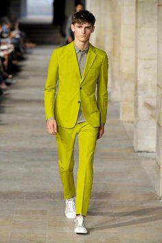 Digging the lines on this suit. Not sure I am stoked about the material, but love the color. Pantone 2017 Colour, Pantone Greenery, Color Of The Year 2017, Chartreuse Color, Shades Of Green, My Favorite Color, Bridesmaid Dresses, Wedding Dresses, Suit Jacket