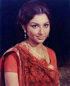 Throw back photo of Sharmila Tagore Bollywood Cinema, Bollywood Stars, Bollywood Fashion, Bollywood Actress, Indian Celebrities, Bollywood Celebrities, Most Beautiful Indian Actress, Beautiful Actresses, Sharmila Tagore