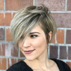 Pixie Haircuts With Bangs – 50 Terrific Tapers Long Shaggy Ash Bronde Pixie With Bangs Short Hair Long Bangs, Short Hair With Layers, Cute Hairstyles For Short Hair, Hairstyles Haircuts, Curly Hair Styles, Pixie Haircuts, Trendy Hair, Blonde Hairstyles, Long Side Bangs