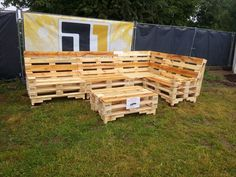 stacked pallet L-shape sofa and coffee table set