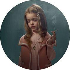 Rauchendes Mädchen
