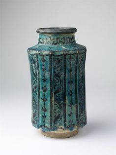 Raqqa, Syria (made) (made) Glazed fritware. Ceramic Pottery, Pottery Art, Earthenware, Stoneware, Pots, Painted Jars, Pottery Designs, Apothecary Jars, Ceramic Design