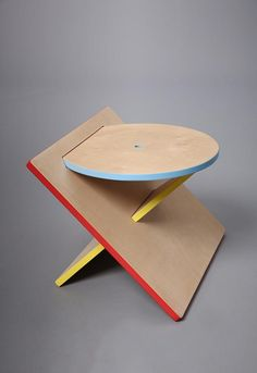 The stool consists of 3 simple basic shapes and colours used in Bauhaus design.The colours active space. It seems to be abstraction and functional. Folding Furniture, Furniture Plans, Kids Furniture, Furniture Makeover, Vintage Furniture, Painted Furniture, Modern Furniture, Furniture Design, Furniture Dolly