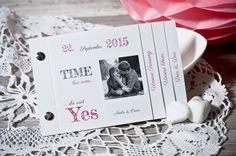 Moderne Hochzeitseinladung Neele und Oscar im Booklet-Format mit Sketchnote Schrift - carinokarten