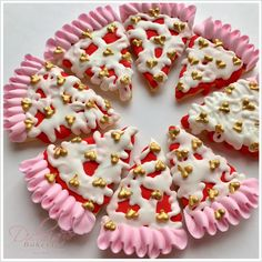 Traducir a Español We are so close to celebrate Love and Friendship, and what a better idea than showing your love with these cute Valentien's Day Pizza Cookies!