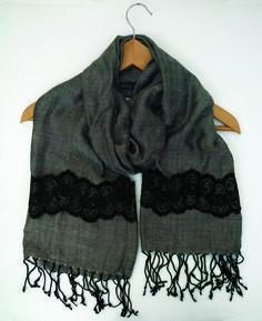 5420d2454483 Articles similaires à écharpe foulard pour femme gris chevrons dentelle  noire modèle créateur unique sur Etsy