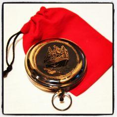 Stylowy żeglarski kompas otwierany z patynowanego mosiądzu, morski prezent, zeglarski upominek, marynistyczny dodatek, żeglarski wystrój, morski styl, $60