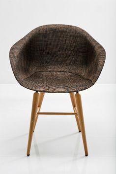 Κομψή και λιτή με υπέροχο design, με βάση από ξύλο οξίας και μέταλλο και κάθισμα από ABS με επικάλυψη PVC. Βάρος: 5,7 kg