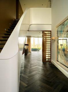 Parketvloer new Classics Louvre van Solidfloor Hall Flooring, Wooden Flooring, Outdoor Tiles, Indoor Outdoor, American Houses, Country Style, Entryway, Stairs, House Design