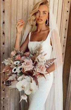 Todo lo que debes saber del Bouquet de Novia – ¿Cómo elijo el bouquet perfecto? El ramo de novia, Significados del ramo de novia, Consejos para elegir el ramo, ¿Cuál es la diferencia entre ramo y Bouquet? Floral, White Dress, Beautiful, Dresses, Fashion, Queen Cleopatra, Rose Petals, Mariage, Bridal