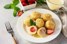 Pihe-puha házi túrógombóc eperrel töltve: nem esik szét, és nem lesz kemény - Recept   Femina Potato Salad, Potatoes, Ethnic Recipes, Food, Potato, Essen, Meals, Yemek, Eten