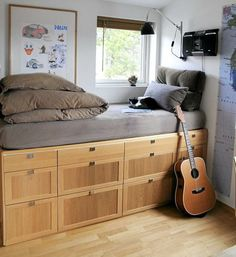 : Bedroom Decor For Teenage Guys with Small Rooms - Bed with Built-In Storage Space - Cool Teenage Boys Room Decor Ideas: Best Teen Boy Room Designs and Decorating Ideas Space Saving Beds, Space Saving Storage, Space Saving Furniture, Storage Spaces, Boys Room Design, Small Space Living, Small Teen Room, Small Space Bed, Small Loft Spaces