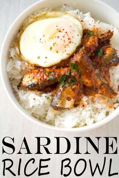 Healthy sardine rice bowl with canned sardines in tomato sauce. Skip the crackers and top with egg for an easy dinner! Healthy sardine rice bowl with canned sardines in tomato sauce. Skip the crackers and top with egg for an easy dinner! Seafood Recipes, Cooking Recipes, Healthy Recipes, Healthy Foods, Catfish Recipes, Protein Recipes, Rice Recipes, Sardine Recipes Canned, Canned Tomato Sauce