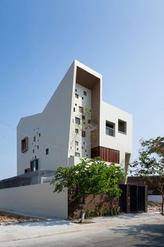 Built by Truong An architecture,23o5Studio in Ho Chi Minh City, Vietnam with date 2014. Images by Quang Tran. This house was designed for a couple and their 2 little kids, located in Thanh My Loi new urban area in Ho Chi Minh c...