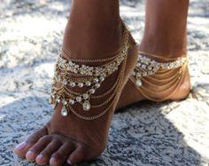 Gold barfuss Sandalen mit Silberschmucke für Boho von ForeverSoles                                                                                                                                                      Mehr