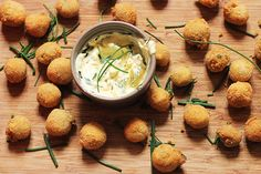 Fresh, delicate and tasty, tuna and potato balls are perfect for a tasty appetizer or a delicious second course Light Appetizers, Yummy Appetizers, Cooking Recipes, Healthy Recipes, Antipasto, Fish And Seafood, Quick Easy Meals, Tuna, Finger Foods