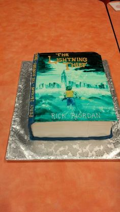 """I will have a cake like this with a lightning bolt hidden inside, so whoever has it in their piece of cake will be surprised, and I'll look at them and say """"You stole it. Percy Jackson Cake, Percy Jackson Crafts, Percy Jackson Birthday, Percy Jackson Books, Percy Jackson Fandom, Tio Rick, Uncle Rick, 11th Birthday, Birthday Ideas"""