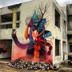 "Mural parte del proyecto ""Frágil"", en el cual invitan a artistas a pintar en edificios que van a ser derribados. Mural part of the Fragil project where they invite artists to paint on buildings about the be torn down."