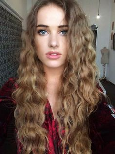 If I could have any hair I would pick this hair just enough curl and the thickness is beautiful WONDERFUL HAIR