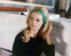 BB green headband.