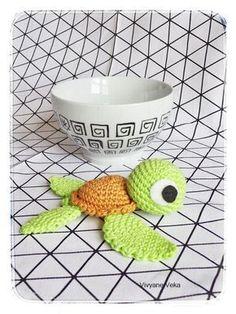 Ta-daaa !!! Le voici, le voilà enfin ! Le tutoriel de ma petite tortue au crochet ! (Comme je vous l'ai déjà dit dans mon 1er article sur elle, elle est largement inspirée de celle de Pica-Pa…