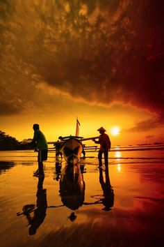 ❥Fishing boat being pulled in at sunset: Thailand