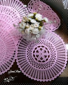 jpg × - My CMS Crochet Placemats, Crochet Doily Patterns, Crochet Mandala, Filet Crochet, Crochet Motif, Crochet Doilies, Shabby Chic Wallpaper, Shabby Chic Wall Decor, Crochet Bedspread