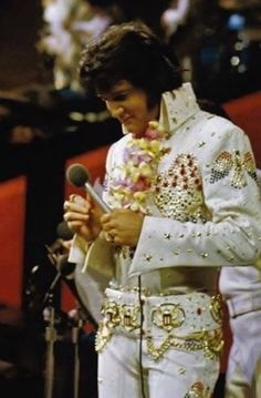 1973 1 12 Aloha From Hawaii Rehearsal . Elvis was much more relaxed compared to the main show on the Lisa Marie Presley, Elvis Presley Priscilla, Elvis Presley Family, Elvis Presley Photos, Mississippi, Elvis Aloha From Hawaii, Tennessee, Elvis Memorabilia, Elvis In Concert