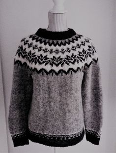 Icelandic Sweaters, Wool Sweaters, Knitting Stitches, Knitting Patterns, Fair Isle Knitting, Christmas Sweaters, Dress Shoes, Men Sweater, Couture