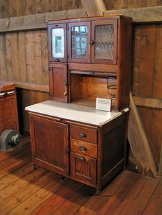 Antique Bakers Cabinet-Hoosier Co Primitive Furniture, Antique Furniture, Handmade Furniture, Wooden Furniture, Furniture Design, Antique Hoosier Cabinet, Herd, Country Kitchen, Vintage Kitchen