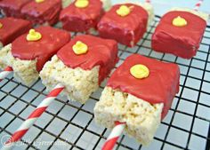Easy Avengers Party Ideas: Iron Man Birthday Treats Fun and easy Iron Man Birthday Treats by 3 Little Greenwoods take just minutes to make and are perfectly scrumptious! They are perfect for Easy Avengers Party Ideas and will be a hit with the kids! Avengers Birthday, Superhero Birthday Party, Birthday Treats, 6th Birthday Parties, Party Treats, Party Party, Men Party, Party Snacks, Avenger Party
