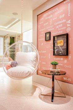Como explorar o rosa na decoração? Drawing Furniture, Girl Bedroom Designs, New Room, Hanging Chair, Dining Room Chairs, Office Decor, Bedroom Decor, House Design, Living Room