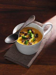 Gemüsesuppe mit Pastinaken, Süßkartoffeln und Brokkoli | Zeit: 20 Min. | http://eatsmarter.de/rezepte/gemusesuppe-13