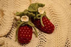 Pjusken's Strawberry Booties