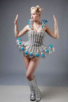 Its time to wear balloons, not clothes. Balloon Crafts, Balloon Garland, Balloons, Unique Fashion, Fashion Art, Fashion Tips, Fashion Ideas, Recycled Dress, Balloon Dress