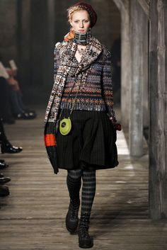 Chanel Pre-Fall 2013 Fashion Show - Julia Nobis