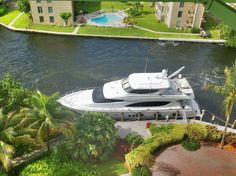 Overhead view of a yacht on the New River and the Riverside Hotels wedding circle.