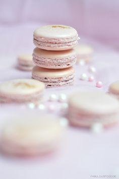 kirschmacarons, macarons, rosa, pink, glitzer, gold, goldglitzer, marmelade, kirschmarmelade, kirsch, kirschen, kirschmacarons, ganache, schokoladenganache, chewy, fabulous, food, fabulousfood, fabulousfood.de, blog, blogger, foodblog, food, gelingsicher, rezept, tipps, tricks, tipps und tricks, macaron, macarons, süßes, geschenke aus der küche