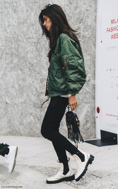 Bomber jacket outfit from Milan Fashion Week. Jacket Outfit, Outfit Jeans, Looks Style, Style Me, Style Star, Cool Bomber Jackets, Fashion Gone Rouge, Look Fashion, Milan Fashion