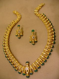 Indian Jewellery and Clothing: Antique gold necklace sets with emeralds Gold Earrings Designs, Gold Jewellery Design, Necklace Designs, Silver Jewellery, Cartier Jewelry, India Jewelry, Jade Jewelry, Wedding Jewelry, Temple Jewellery